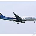 華信航空B-16821客機06.jpg