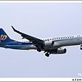 華信航空B-16821客機07.jpg