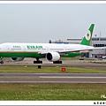 長榮航空B-16705客機02.jpg
