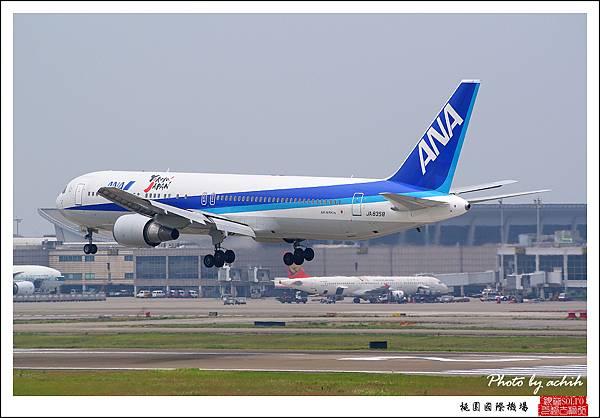 全日空JA8358客機05.jpg