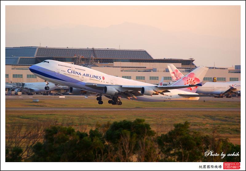 中華航空B-18203客機.jpg