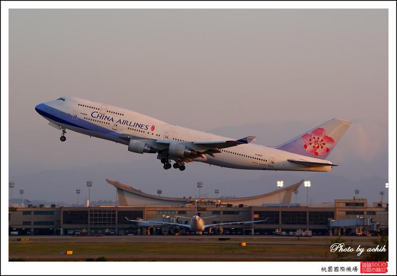 中華航空B-18207客機001.jpg