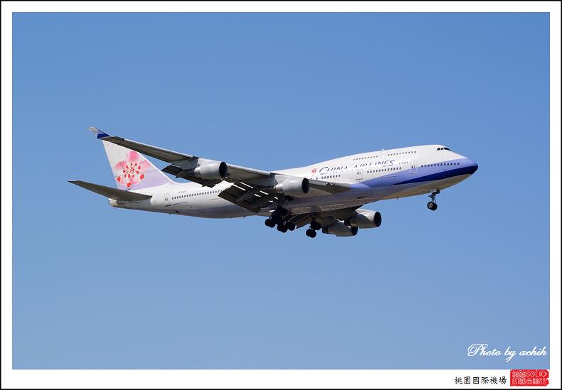 中華航空B-18203客機001.jpg