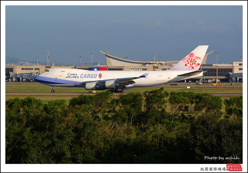 中華航空B-18710貨機.jpg