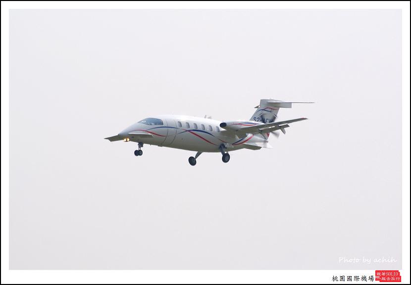 Piaggio P-180 S2-AEV.jpg