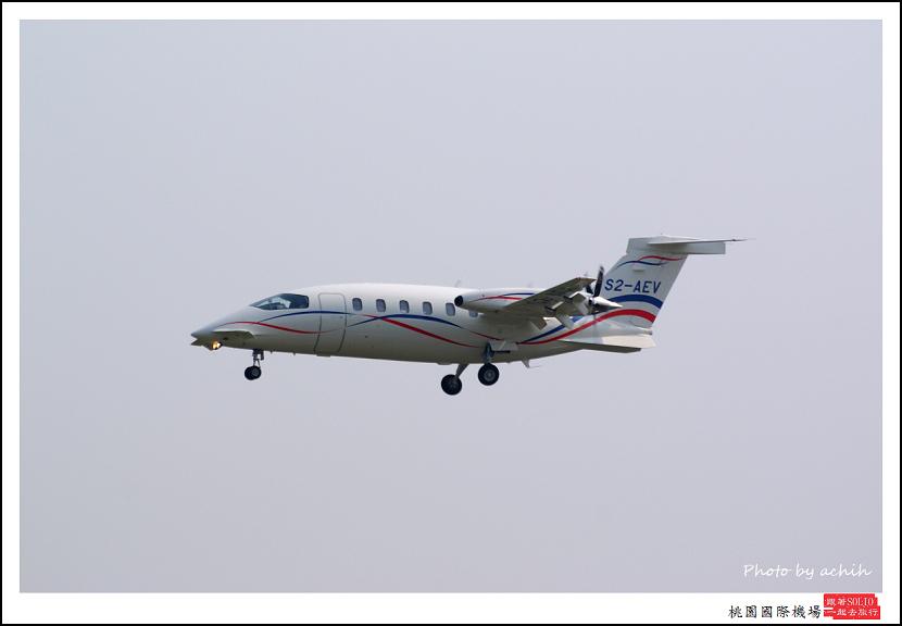 Piaggio P-180 S2-AEV001.jpg