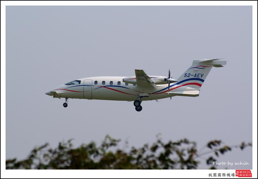 Piaggio P-180 S2-AEV002.jpg