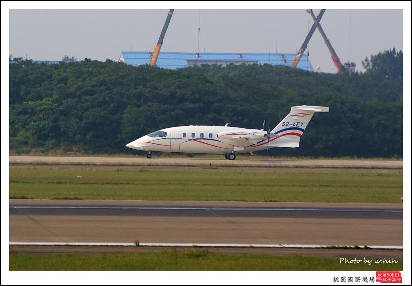 Piaggio P-180 S2-AEV003.jpg