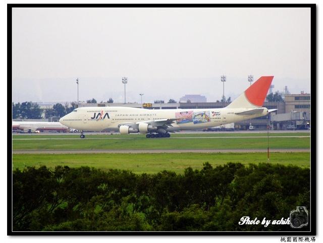 日本航空JA8185相撲彩繪飛機.jpg