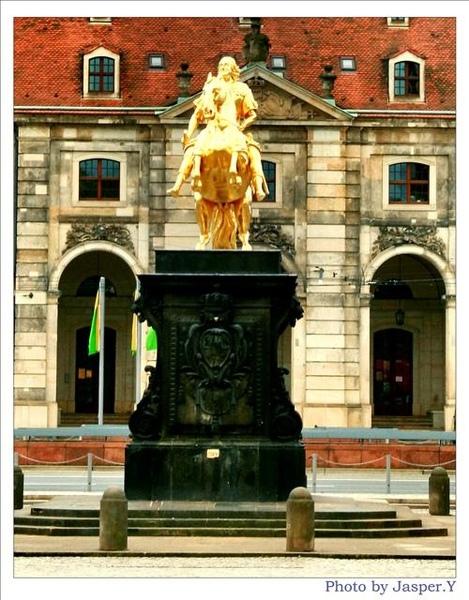 奧古斯都金銅像