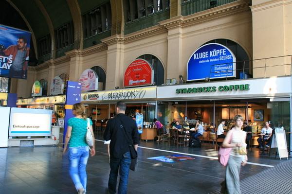 火車站內  超多店家