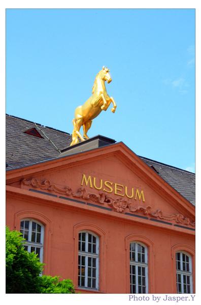 金光閃閃的美術館