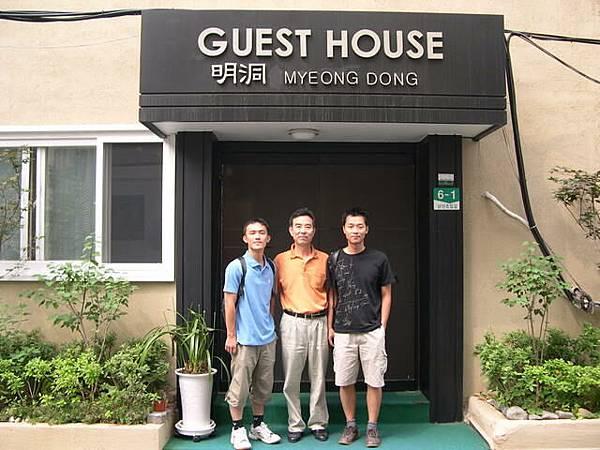 明洞的hostel -- J & Mr. Pork & R