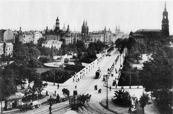 800px-Dresden-albertplatz1905.jpg