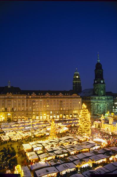 Dresden Striezelmarkt.jpg