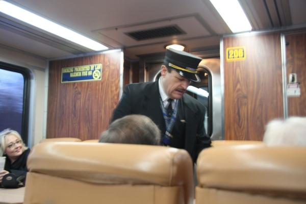 北極特快車列車長~瞧那鬍子, 多迷人呀
