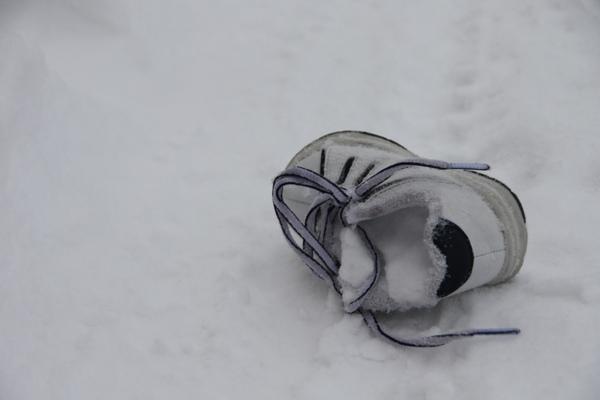 誰的小鞋子掉了呢?