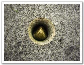 石臼上的洞