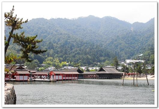 遠遠看嚴島神社.jpg