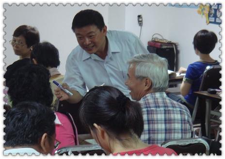 翔笙何老師與學員開心互動