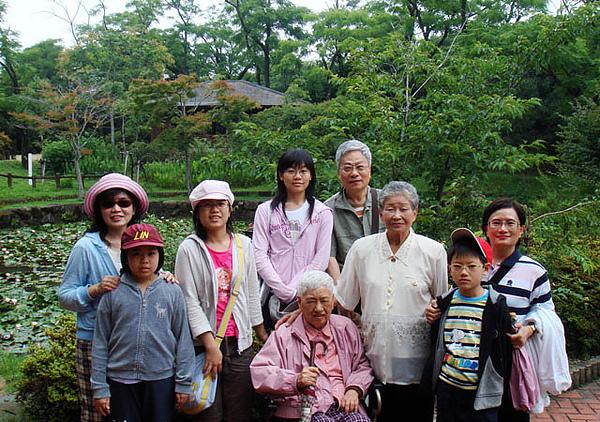 96.7.7平草公園-004.JPG