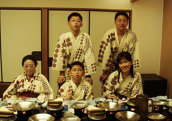 96.8.3茶玻琉晚宴-011.JPG