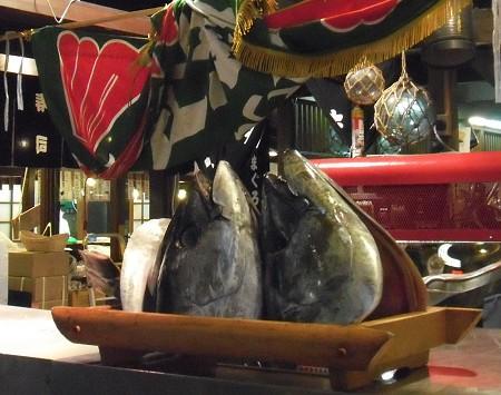 09黑潮市場鮪魚頭.jpg