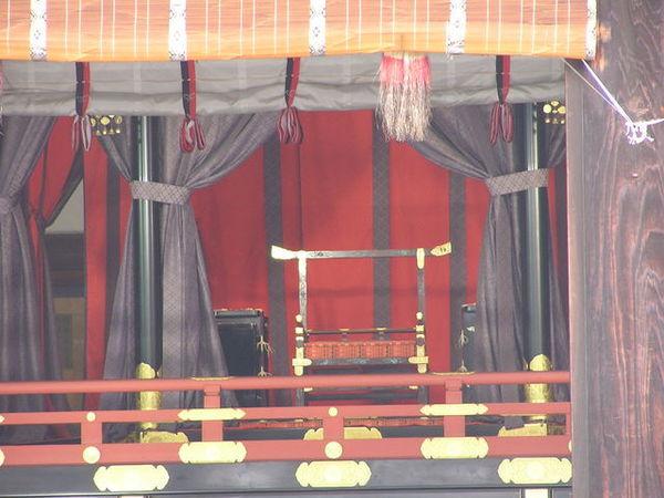 紫宸殿-天皇座位.JPG