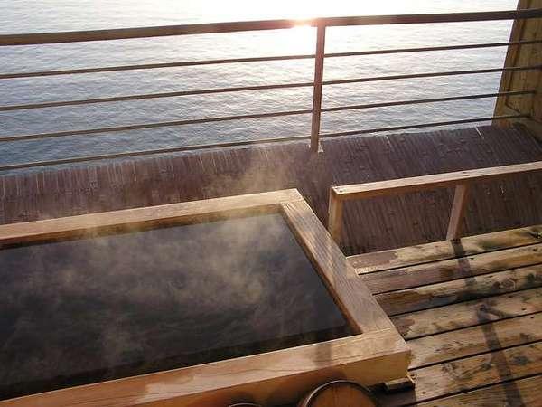 海邊的露天溫泉