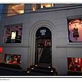 在巷子的ANNA SUI,很漂亮的店
