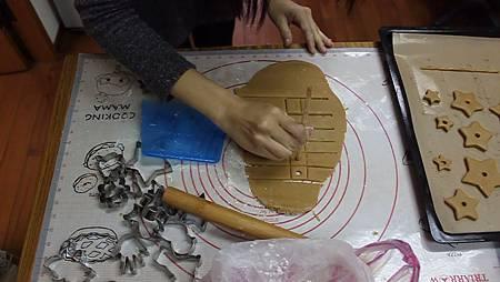 13 在把剩下的麵團做出正方形跟前面的步驟一樣.jpg