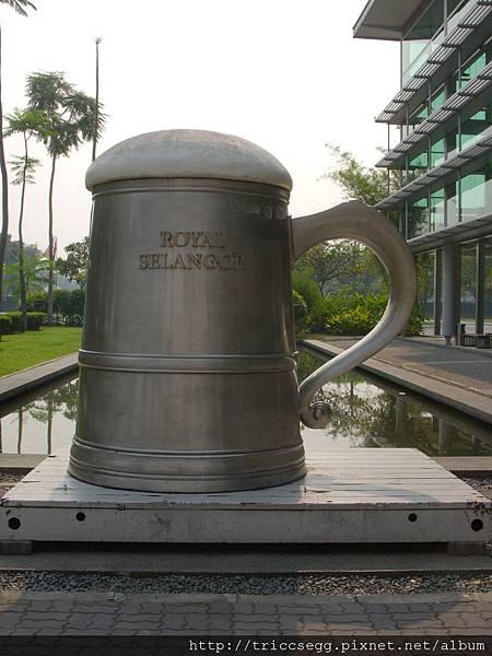 全世界最大錫啤酒杯 (2)