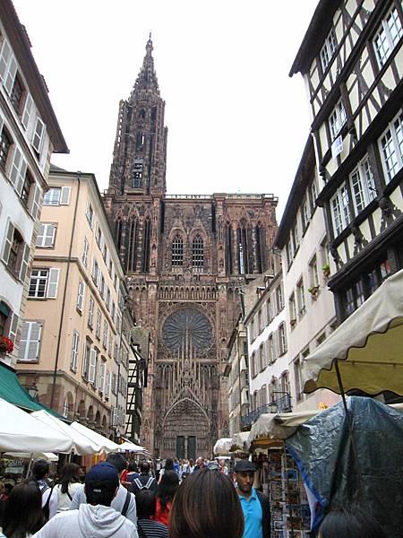 主教座堂,小小的巷子誇張的多人!