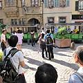 城市內有觀光導覽的小火車,超酷!