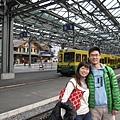 趁著列車進站,先拍一下,第一段路的火車是黃綠色車身