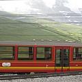 第二段路的火車,換成黃紅色的車身