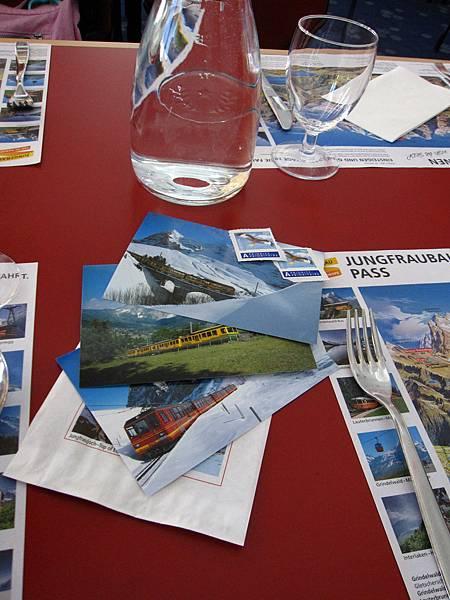 我們多買留作紀念的明信片跟郵票