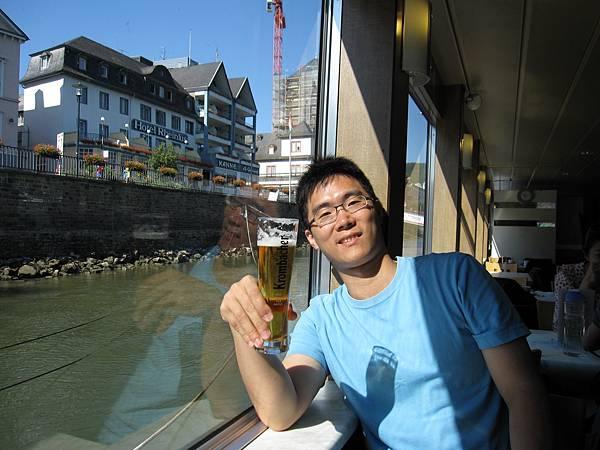 老公還是選了啤酒(在德國幾乎每天喝啤酒呀~)