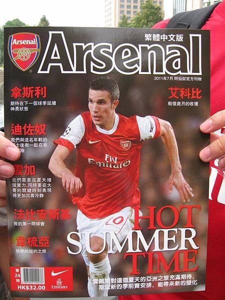 路邊有香港槍迷做起雜誌生意來了……XD