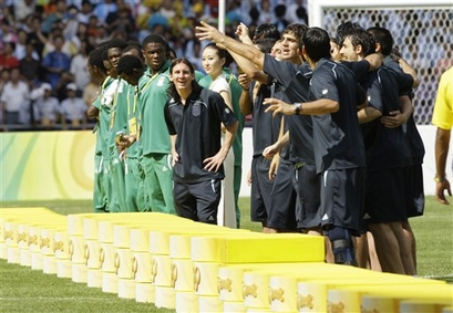 capt_5beb2b9d25964821a8c558f77e01e437_beijing_olympics_soccer_mens_final_olyso270.jpg