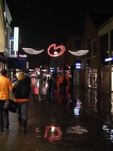 Heerenveen的街道,下著雨