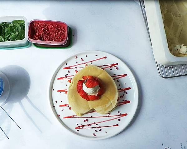 草莓鬆餅製作過程10.JPG
