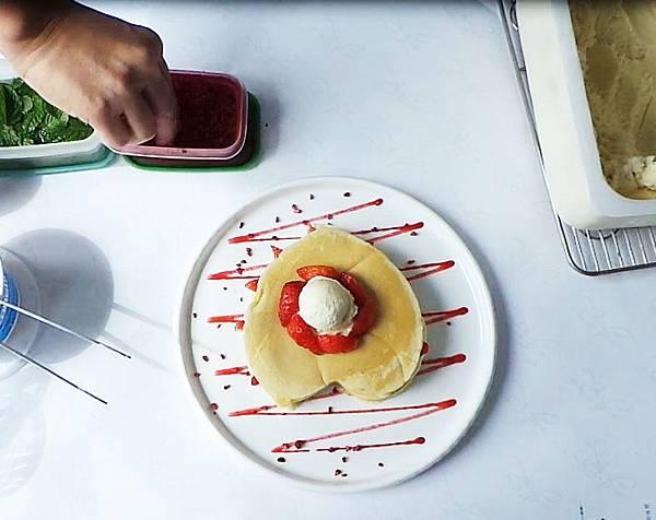 草莓鬆餅製作過程09.JPG