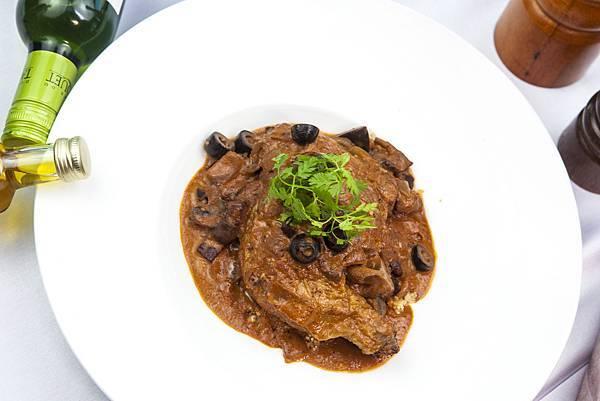 法式燜煮獵人春雞腿佐北非小米