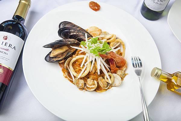 漁夫海鮮細扁麵,紅咖哩醬,銀芽