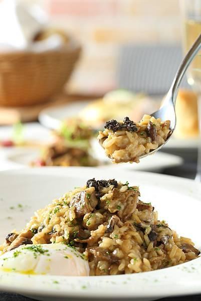 松露,野菇,牛肝菌,帕瑪森起司燉飯