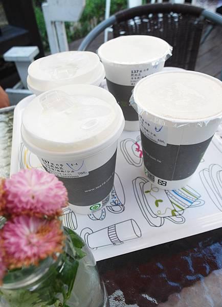 結果碼頭裡的這家還好而且好貴阿!!!!!立馬跟大家說等等我要再買農會那家紅茶喝!!!!!!!哈哈