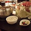 這是我點的原味牛肉火鍋~配料很多喔!.jpg