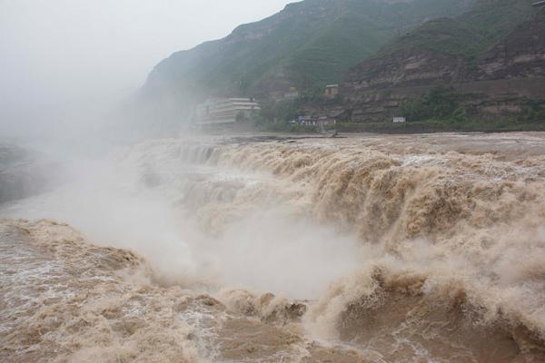 0112 新聞劇照--黃河壺口瀑布水勢兇猛