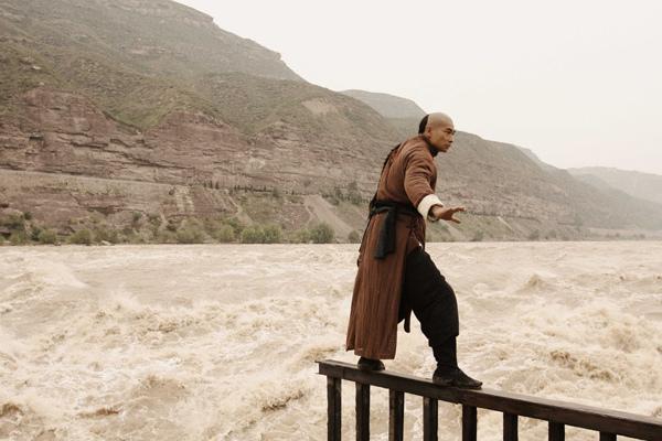 0112 新聞劇照--趙文卓在黃河壺口瀑布挑戰天險-1